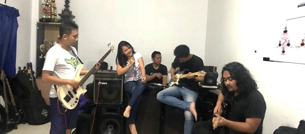 Salurkan Hobi, Impian Band Mahasiswa Unud Ingin Jadi Star
